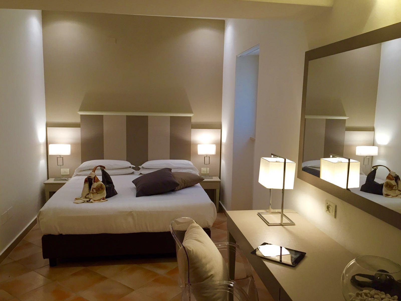 Arredamento Camere Da Letto Alberghi : Camere arredamento albergo with
